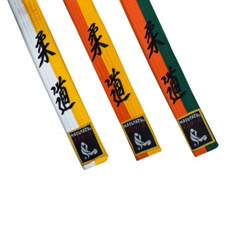 Judo půlené barevné pásky s nášivkou a výšivkou